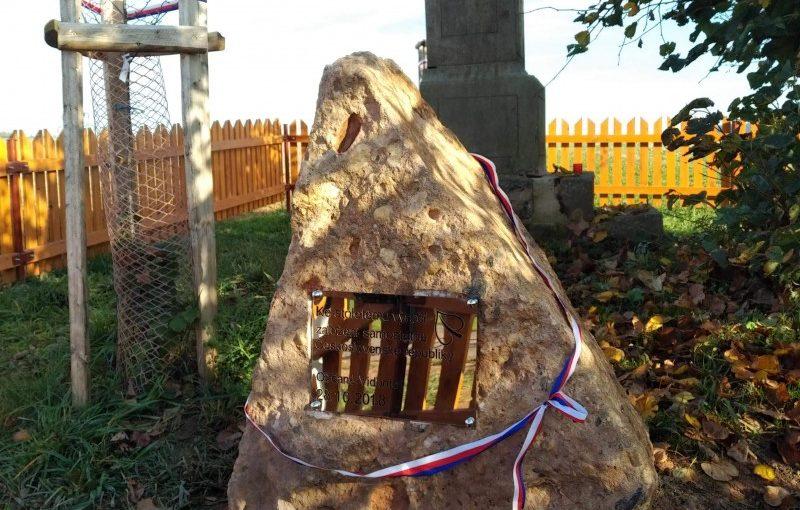 Pamětní kámen na Rášinách